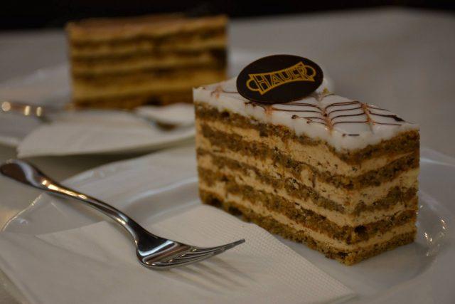gâteau Eszterhàzy au café Hauer à Budapest