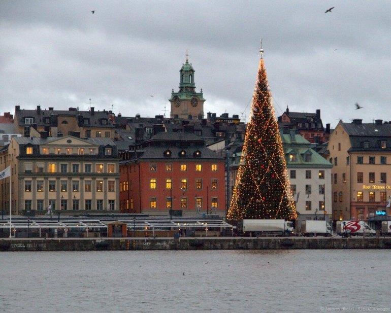 arbre de noel illuminé à stockholm