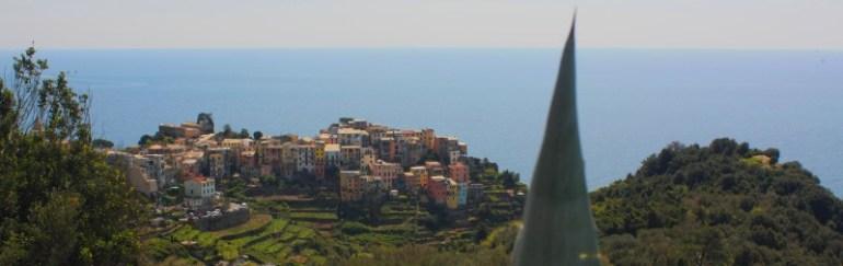 corniglio village des cinque terre entouré de vignes