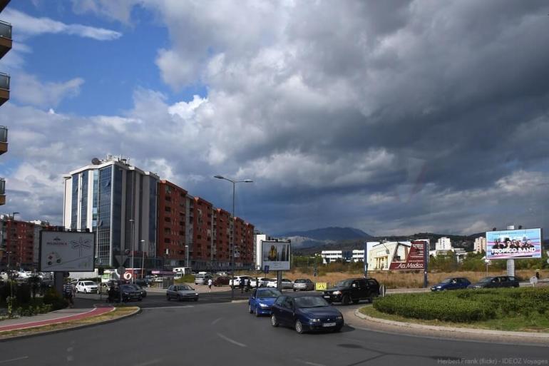 entrée de podgorica capitale du montenegro