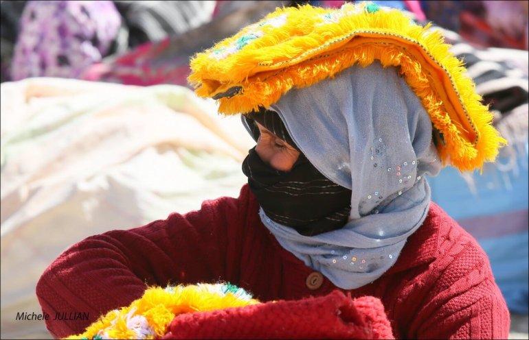 Imilchil Haut Atlas femme dans le souk