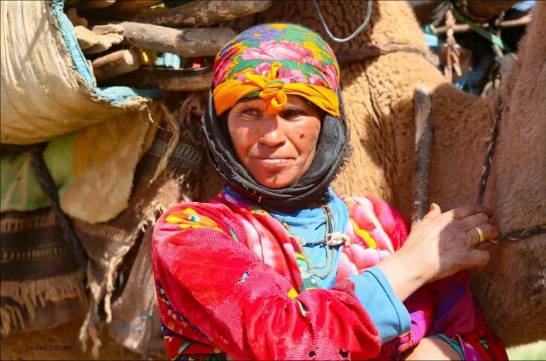 femme nomade croisée sur la route entre Saghro et le Haut Atlas