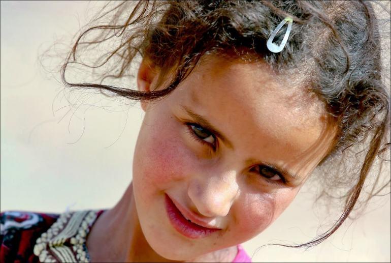 fillette nomade au maroc