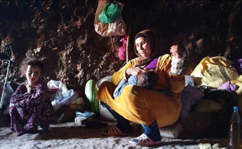 nomades berbères vivant dans des grottes de l'atlas