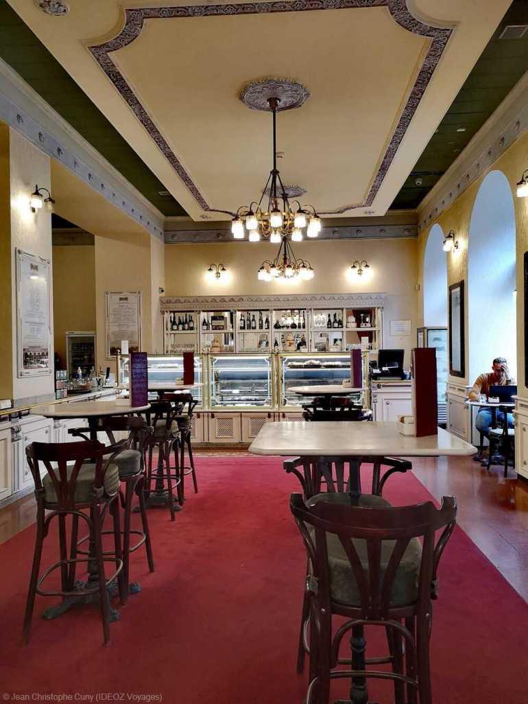 intérieur du café hauer à budapest