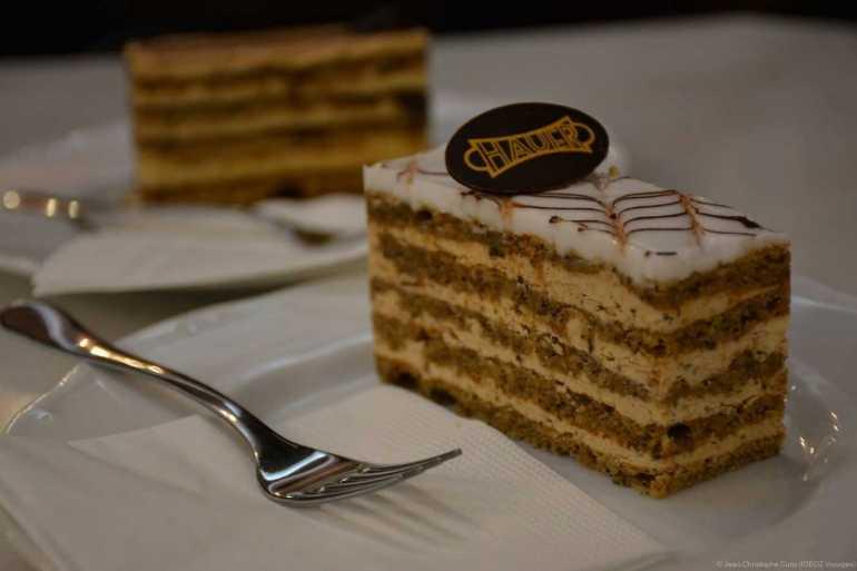 gâteau Eszterhàzy millefeuille hongrois au salon de thé Hauer à Budapest