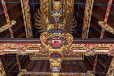 Tirta Empul : animaux sculptés dans le toit d'un temple