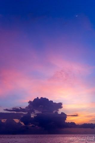 Chandi Hotel - la lune a rendes-vous avec le coucher de soleil