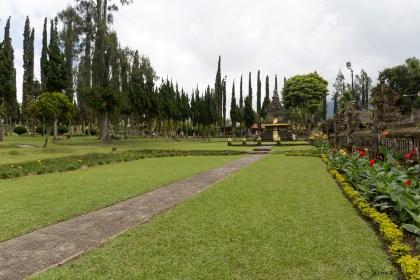 Pura Ulun Danu Bratan - jardins