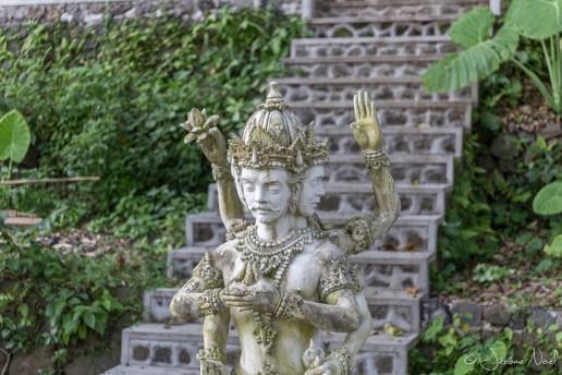 TirtaGangga - statue à 4 têtes