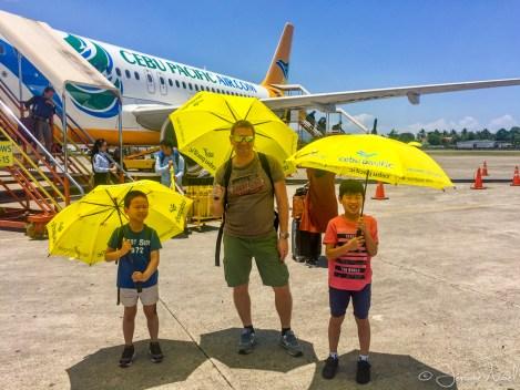 Aéroport Dumaguete - au pied de l'avion