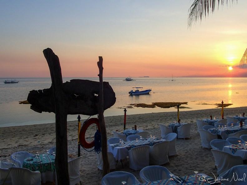 Coco Beach Resort - BBQ & sunset on the beach