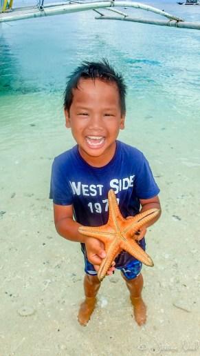 Thomas et ses étoiles de mer