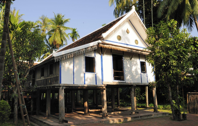 Visite de luang prabang laos nos voyages depuis for Maison traditionnelle laos