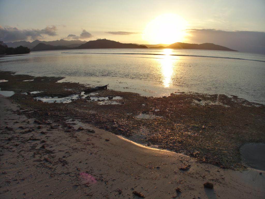 coucher de soleil à gili gede en indonésie