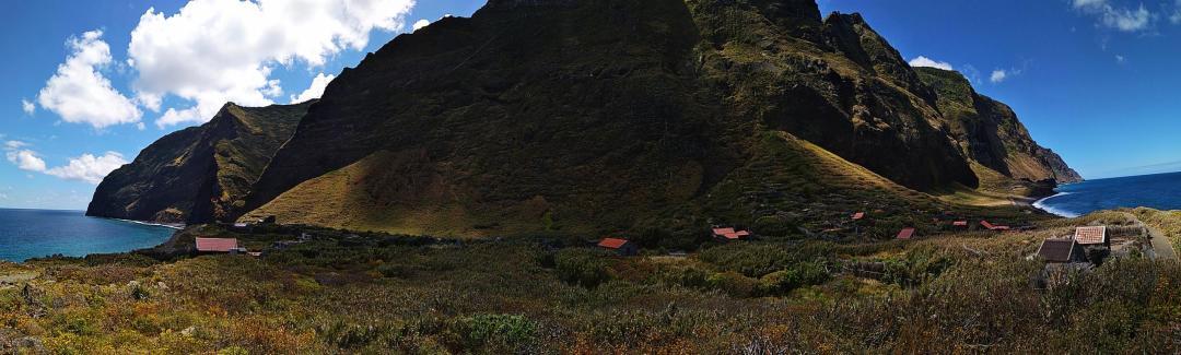 Achada da Cruz un village de madère en pied de falaise