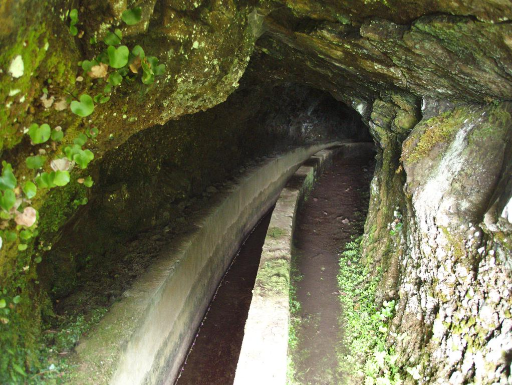 tunnel pour levada sur l'île de madère