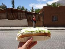 Completo: el perrito caliente chileno. Con Helo, más completo aún