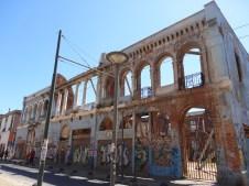 Edificio abandonado en pleno centro, barrio El Puerto!