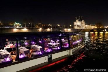 Parenthèse romantique lors d'un dîner croisière sur la Seine