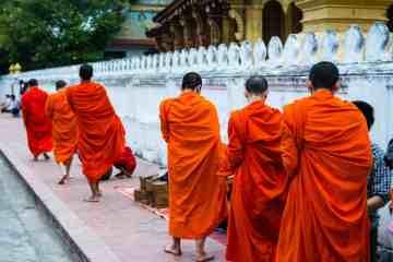 quête des moines luang prabang