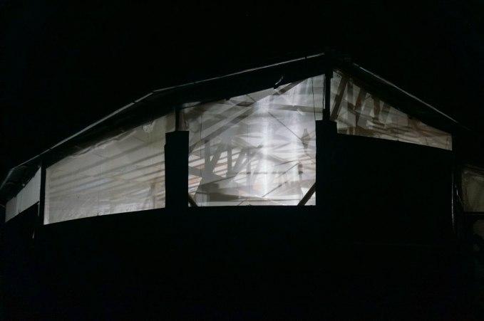 La casa Kadagaya por la noche