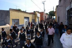 Diversas escuelas de la localidad participaron en el desfile