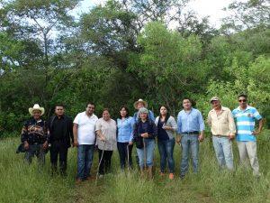 Mary Amador y personal del INAH en recorrido por zona arqueológica