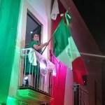 Marina Ponce vitorea al personal de salud durante Grito de Independencia en Landa de Matamoros