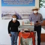 Continúa entrega de apoyos Municipalizados en Landa de Matamoros