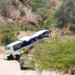Vuelca autobús de la línea Sur en pista Acatlán