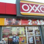 Hombres armados asaltan tienda oxxo con violencia en Torreón