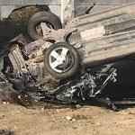 Auto sale disparado en curva; hay 2 muertos