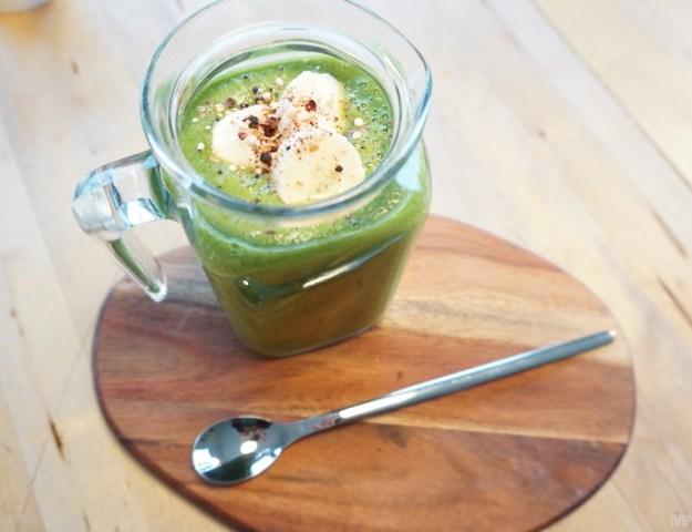 Grünkohl Smoothie mit Weizengras und Gerstengras
