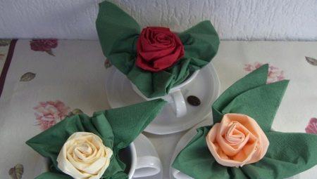 Hvor vakkert å kaste papirservietter i serviet?