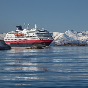 Hurtigruten selects Rolls-Royce to convert vessels to hybrid power