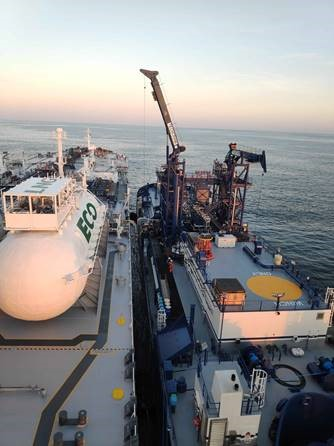 Sovcomflot and Shell complete first ever LNG Aframax tanker fuelling