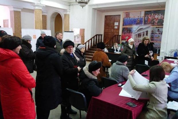 Волгоградцы выкладывают в соцсетях фотографии очередей на избирательных участках