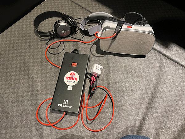 受付で渡されたヘッドセット(VRゴーグル)