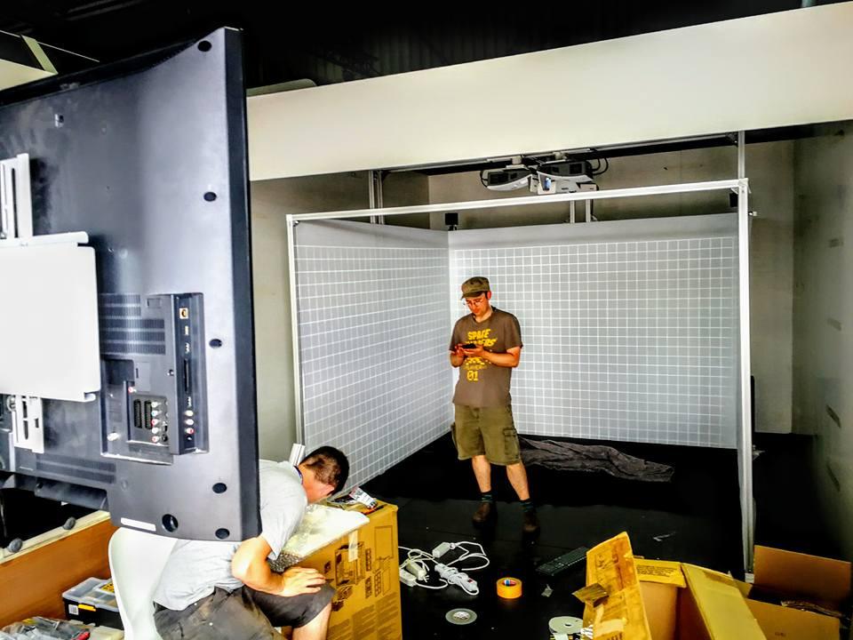 Installation de la Cave 3D sur le pavillon du CNES lors du SIAE 2017