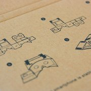 Die Anleitung für den Faltvorgang der Magic Cardboard VR Brille ist im Lieferumfang enthalten.