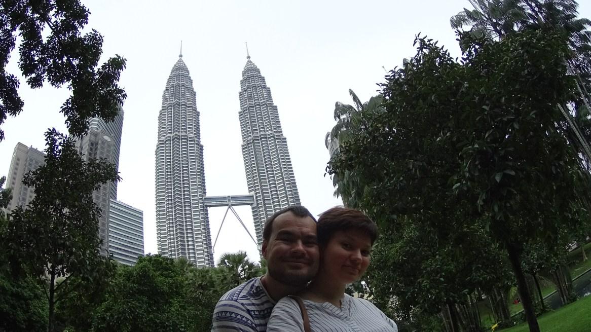 Башни Петронаса и мы после 24 часов полета