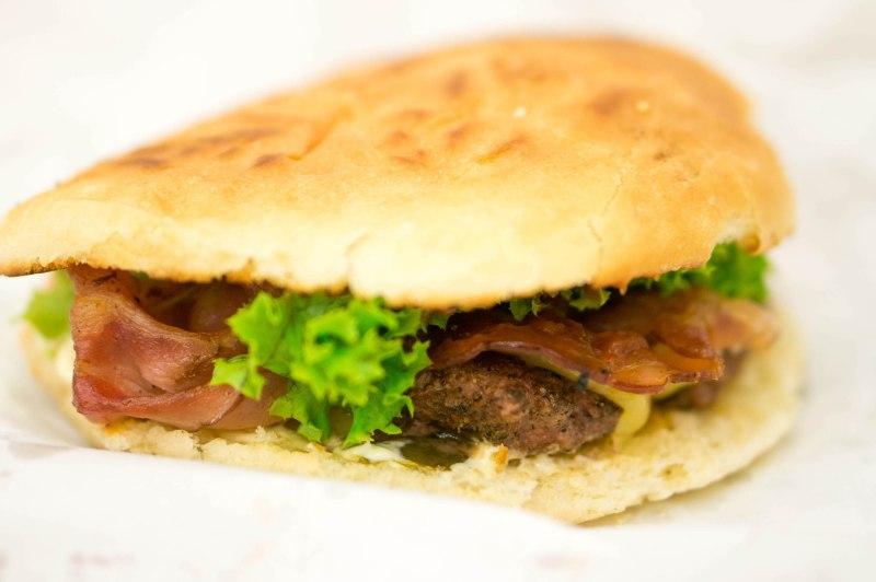 De Cheese and Bacon van MoaBurger in Krakau