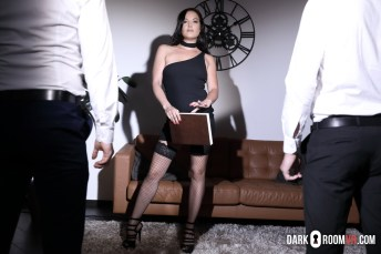 DarkRoomVR Dolly Diore Who Is The Boss Here VRPorn