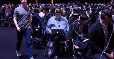 mark-zuckerberg-gear-vr-unpacked