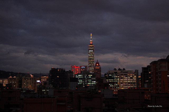 Taipei's skyline at night. (Photo: Luke Ma/Flickr)