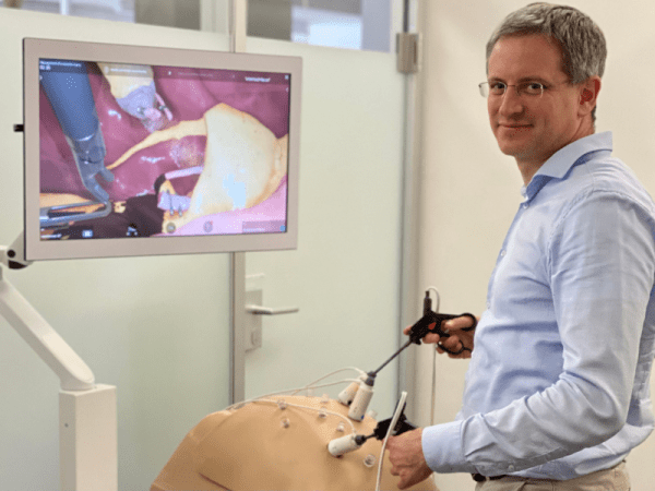From lecture hall to operating theatre - how mixed reality simulation training is giving surgeons the edge - Raimundo Sierra 2