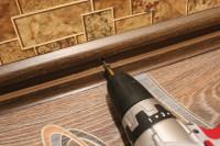 Hogyan lehet kijavítani a padlót műanyag lábazat