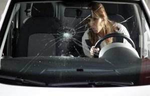 Как защитить лобовое стекло от сколов и трещин