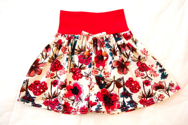 готовая детская трикотажная юбка вид спереди